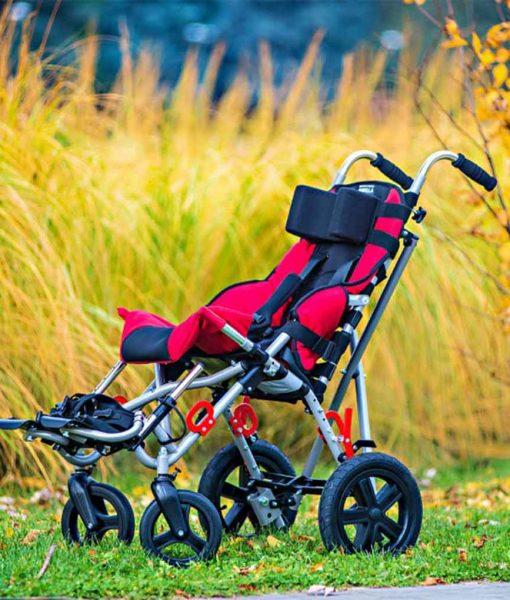 Спеціальний візок (крісло-коляска інвалідна) OMBRELO в парку