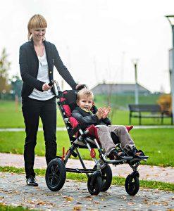 специальная тележка (кресло-коляска инвалидная) OMBRELO с ребенком