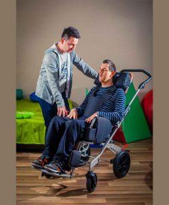 специальная тележка (кресло-коляска инвалидная) RACER EVO с ребенком