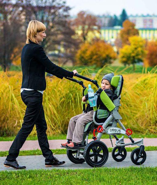 Спеціальний візок (крісло-коляска інвалідна) URSUS обличчям до дитини