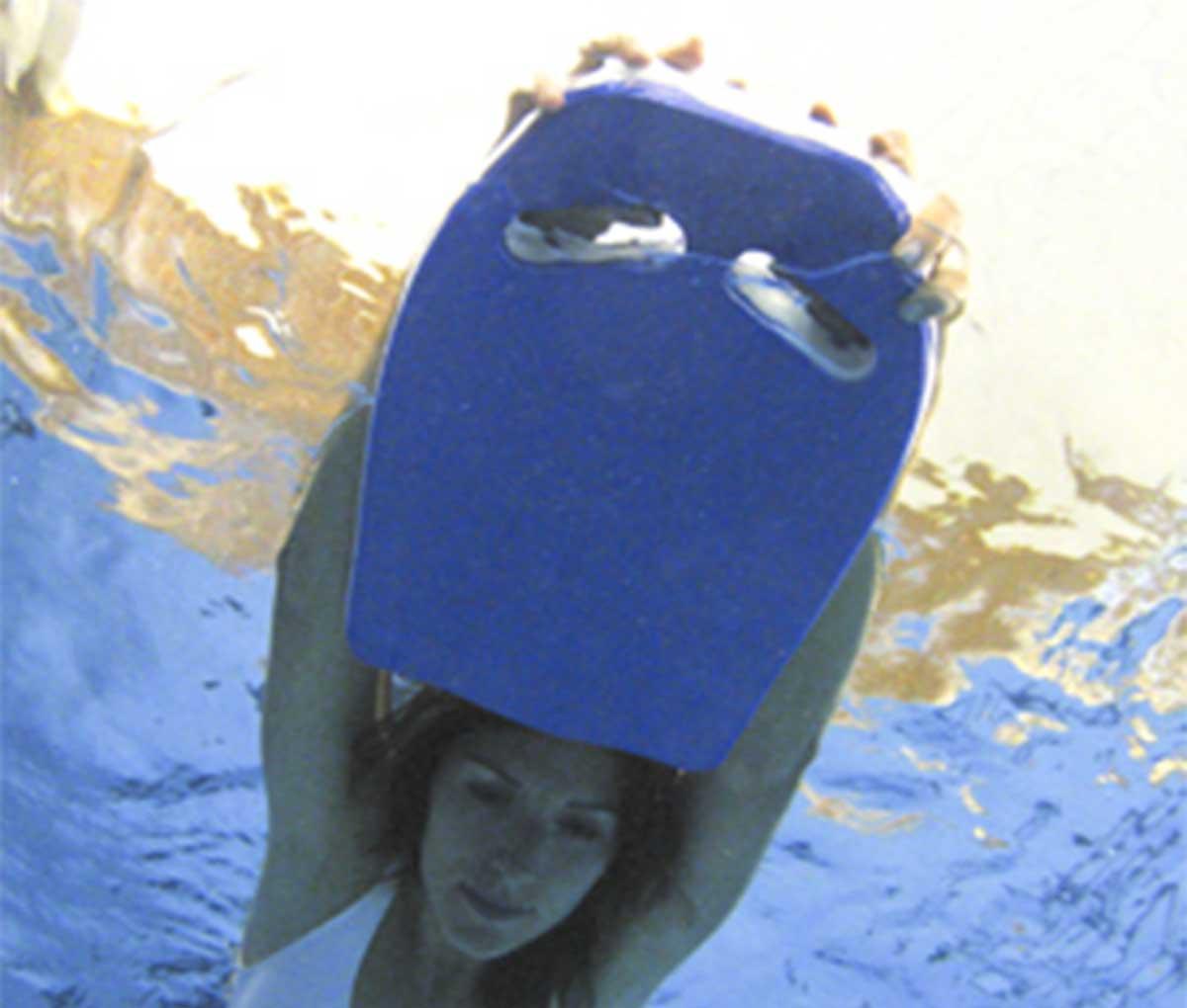 Доска с отверстиями для плавания