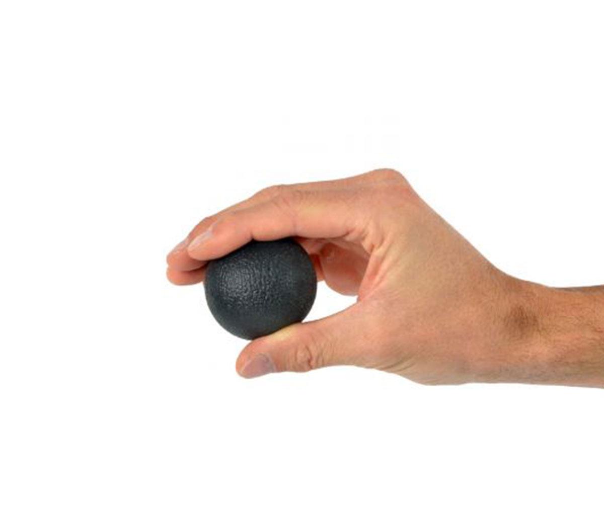 Веселый мячик черный