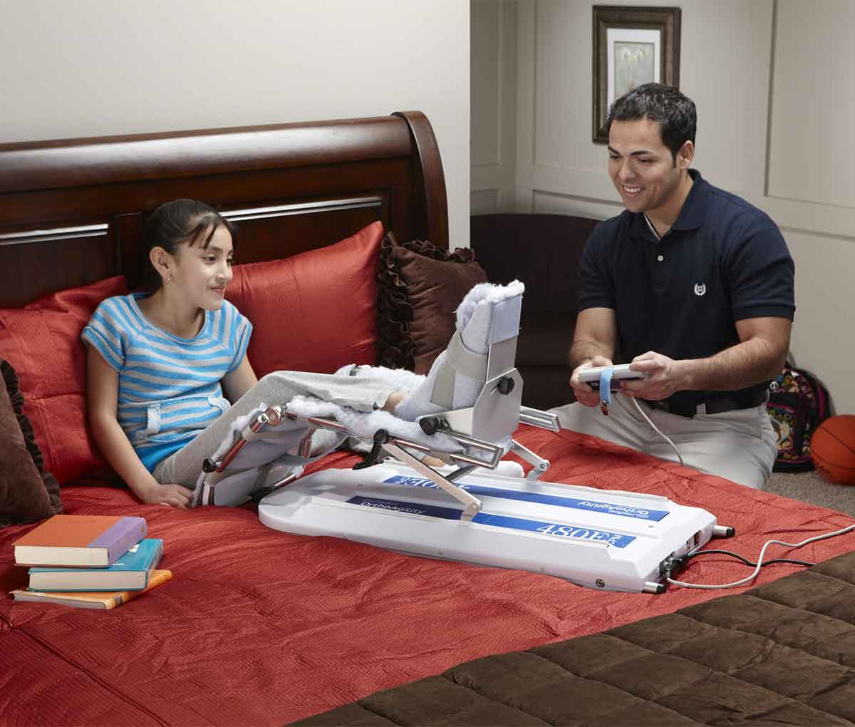 Тренажер для пасивної розробки коліна CPM 480E з дитиною
